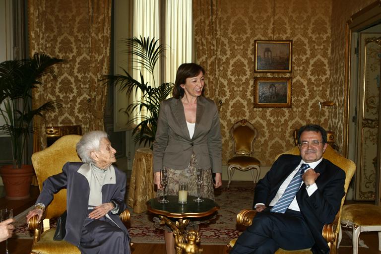 Rita Levi Montalcini con Sandra Zampa e Romano Prodi a Palazzo Chigi in occasione del suo compleanno il 22 aprile 2008